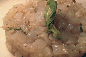 tartare-tacaud-mesclun-pistaches